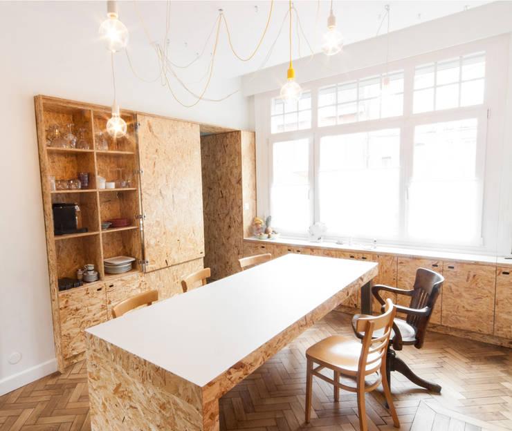 Mur habité: Salle à manger de style  par Dientre