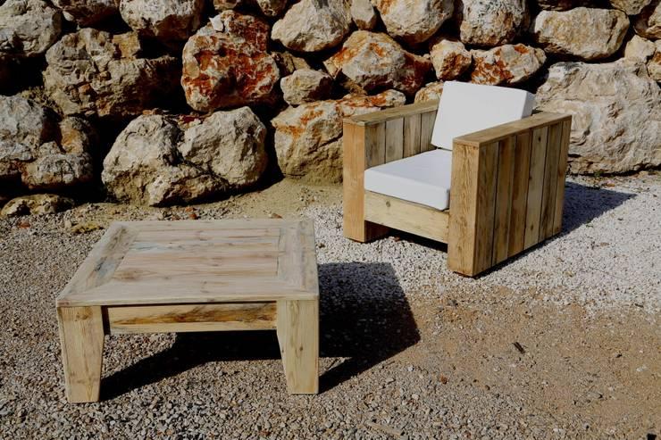 Table GRASSE: Salon de style  par Wood BC