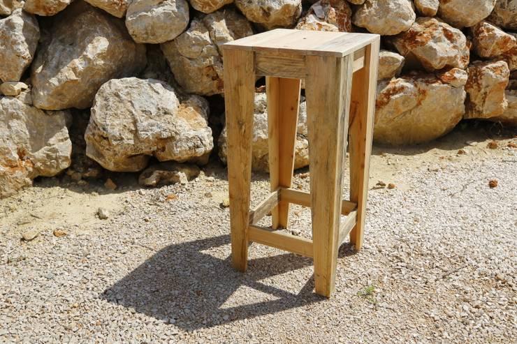 Table NICE: Salon de style  par Wood BC