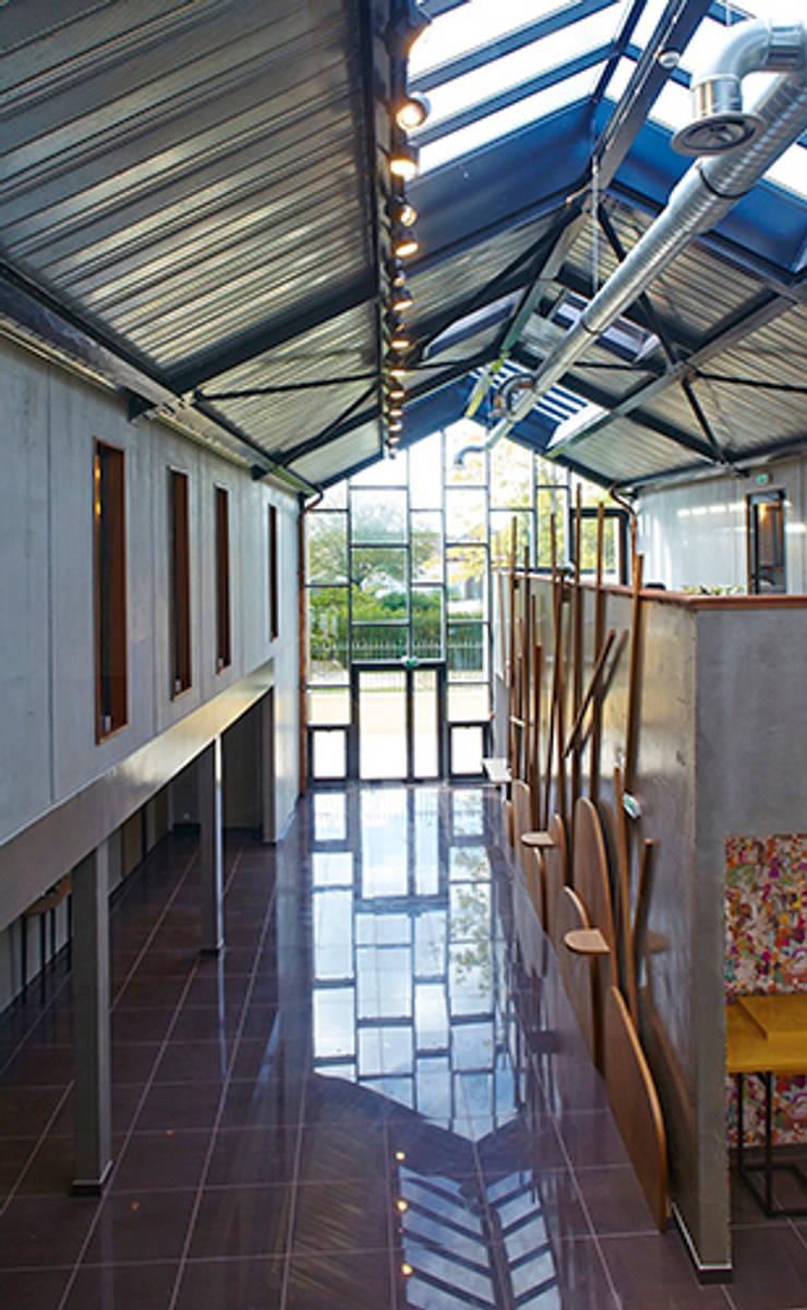 Hotel ****Les herbes folles****:  de style  par MIAM Architecture