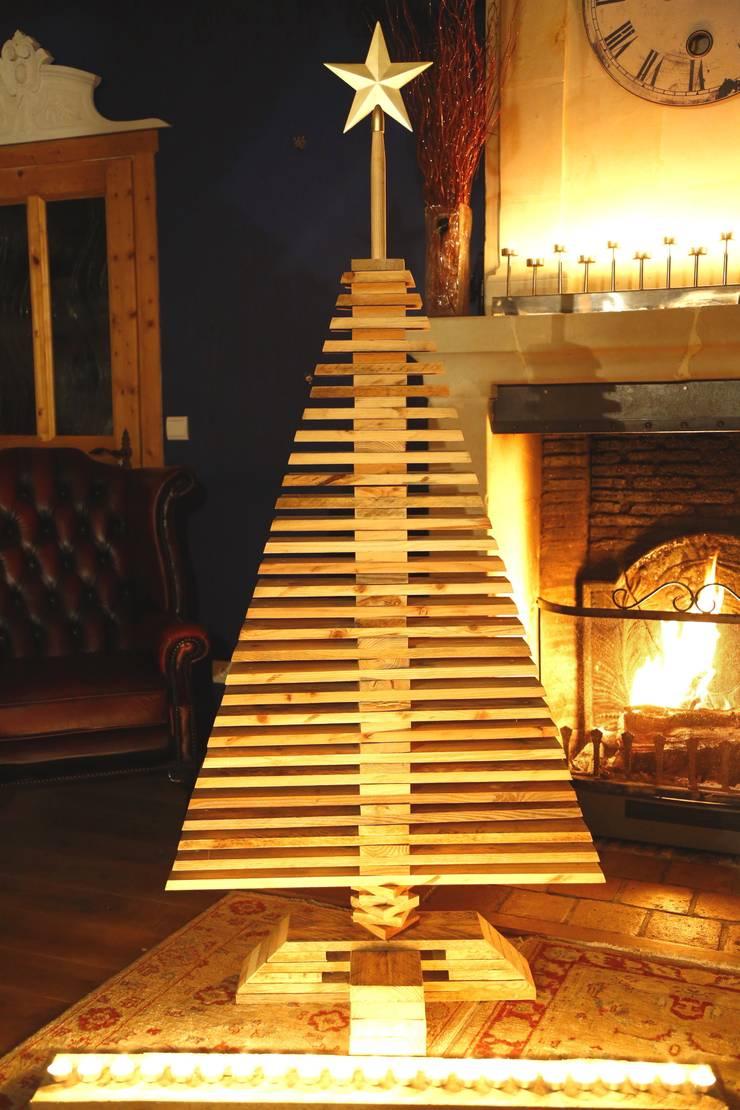 Sapin COURCHEVEL: Maison de style  par Wood BC
