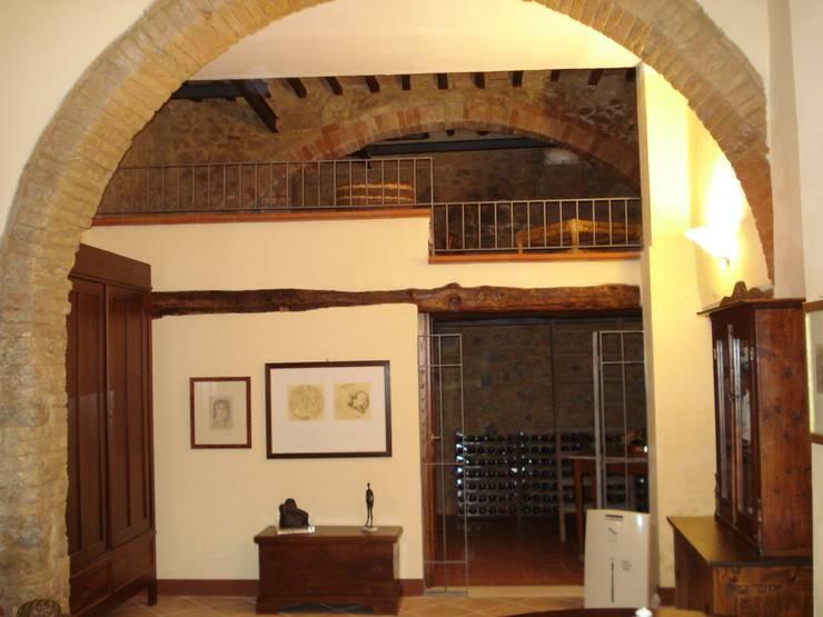 CANTINA L: Cantina in stile  di Ilaria Panchetti Architetto, Classico