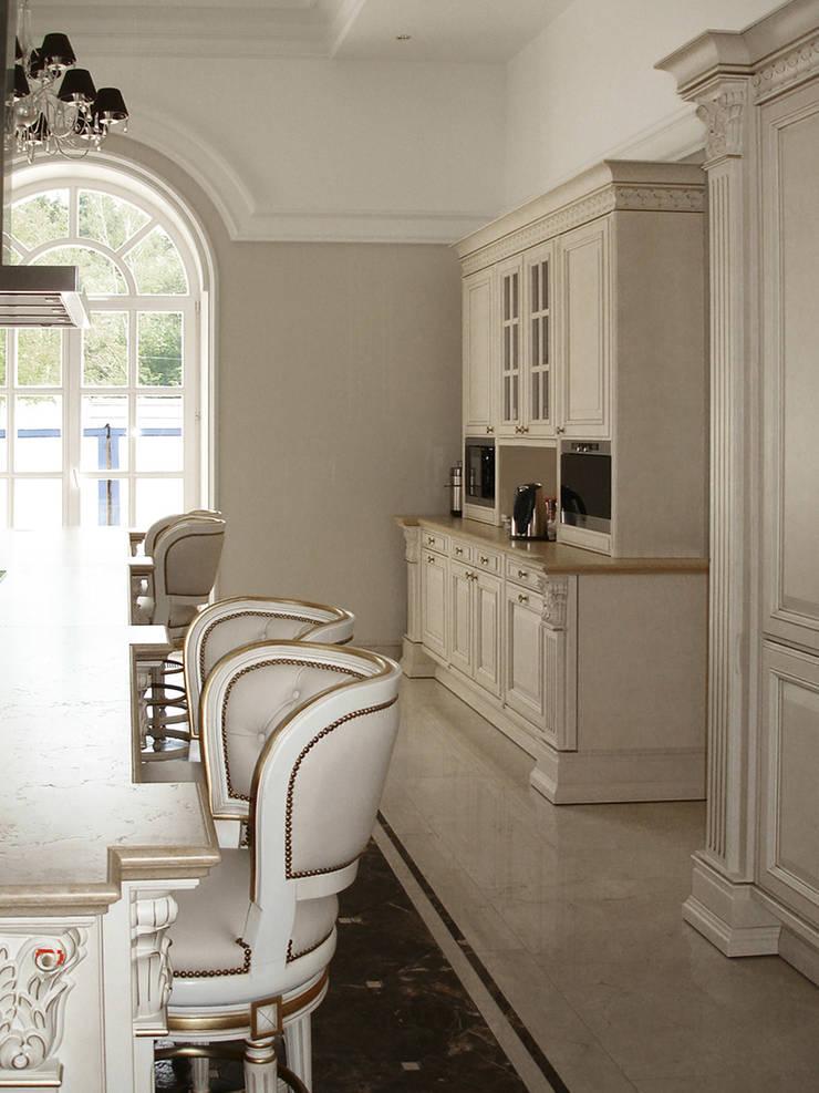 Luxury Design – Ville – Private Residence: Cucina in stile  di DECORMARMI SRL