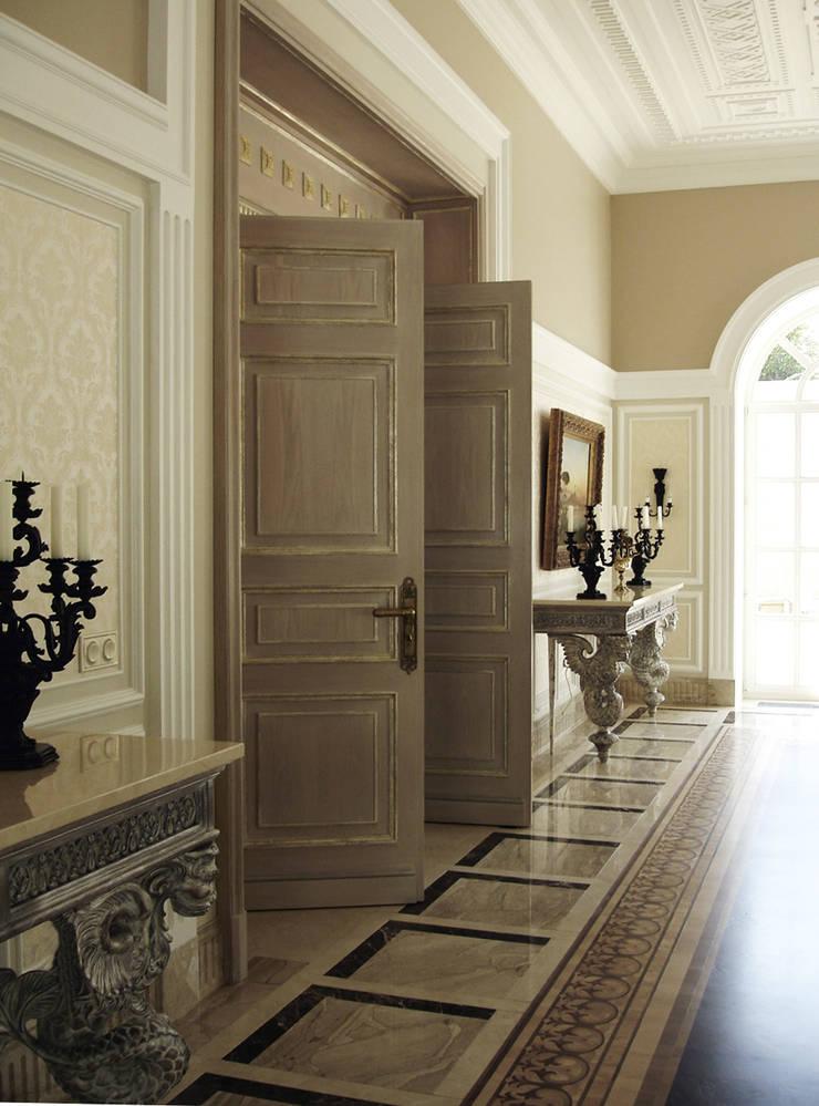 Luxury Design – Ville – Private Residence: Ingresso & Corridoio in stile  di DECORMARMI SRL