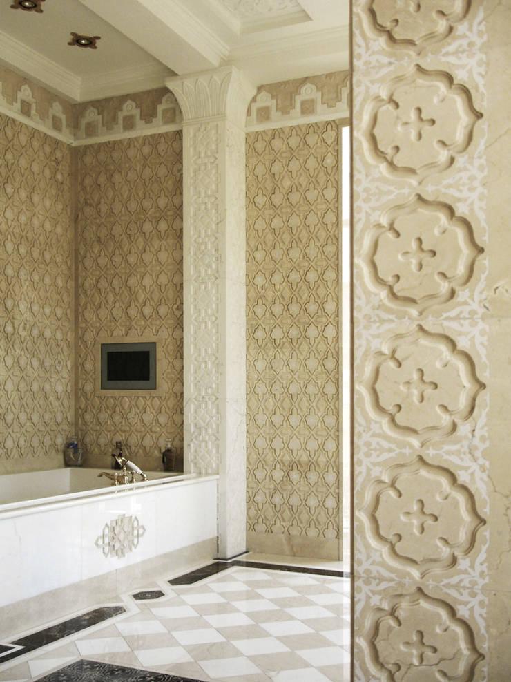 Luxury Design – Ville – Private Residence: Bagno in stile  di DECORMARMI SRL