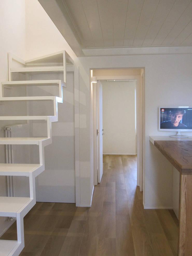 casa Cerofolini: Cucina in stile  di architetto alessandro condorelli