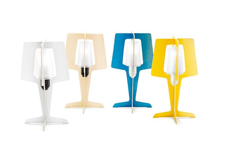 CODE LAMP: Maison de style  par Thomas Dromelet