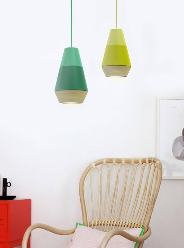 Lampe One More: Maison de style  par Eugénie Pfeil