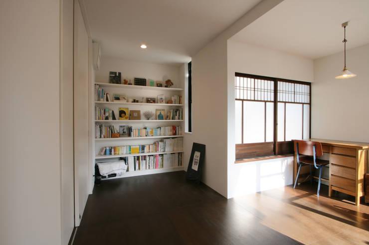 仕事部屋: 一級建築士事務所expoが手掛けた家です。