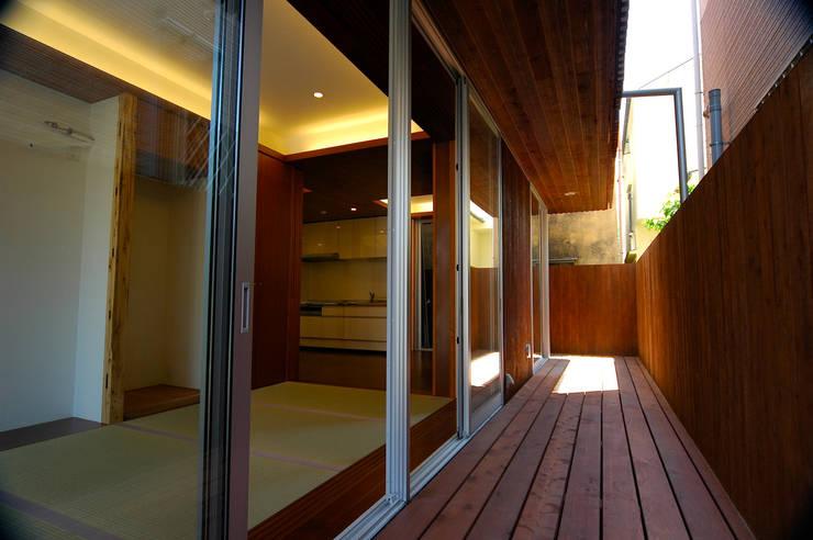 1階: 仲摩邦彦建築設計事務所 / Nakama Kunihiko Architectsが手掛けた庭です。,モダン