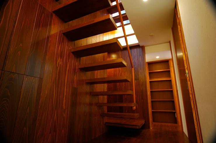 階段: 仲摩邦彦建築設計事務所 / Nakama Kunihiko Architectsが手掛けた階段です。,モダン