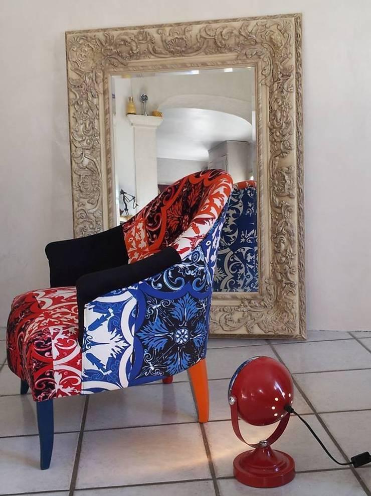 fauteuil crapaud: Maison de style  par Zéphyr & Co