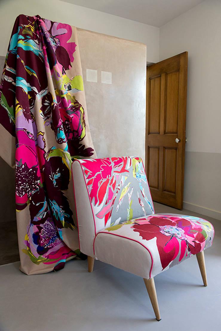 fauteuil: Maison de style  par Zéphyr & Co
