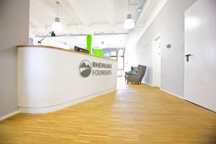 Rheingau Founders GmbH:  Geschäftsräume & Stores von Sabine Oster Architektur & Innenarchitektur (Sabine Oster UG),Modern
