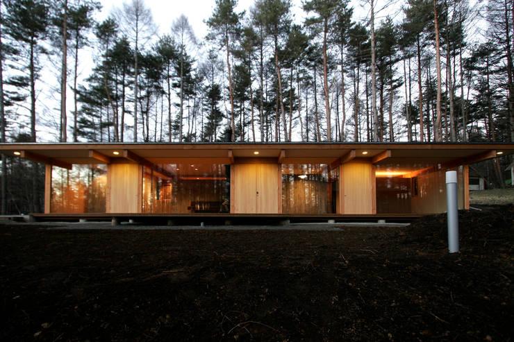 Casas modernas por すわ製作所 Moderno