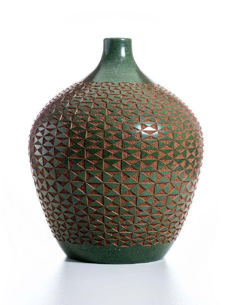 The Carved Ceramics Collection: Salon de style  par Wood & Clay