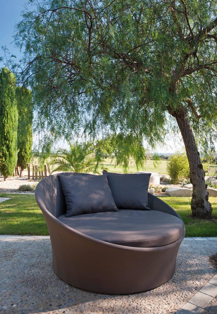 Lounge Bed Apollo: Jardín de estilo  de  Alaire