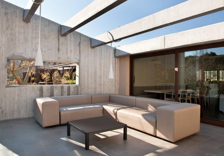 Sofa Dorm: Jardín de estilo  de  Alaire