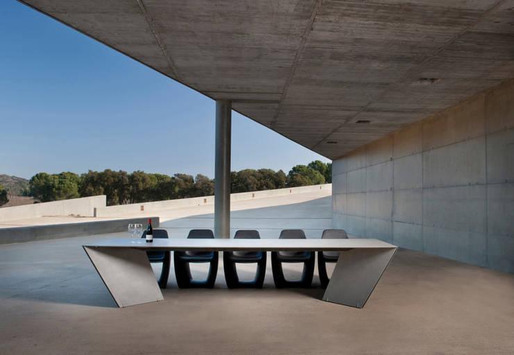Mesa Angle: Jardín de estilo  de  Alaire