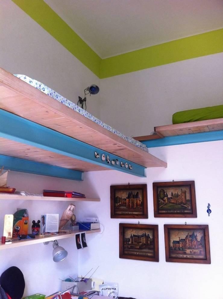 Casa d'epoca nei toni del mare: Soggiorno in stile  di Antonella Liguori Architetto