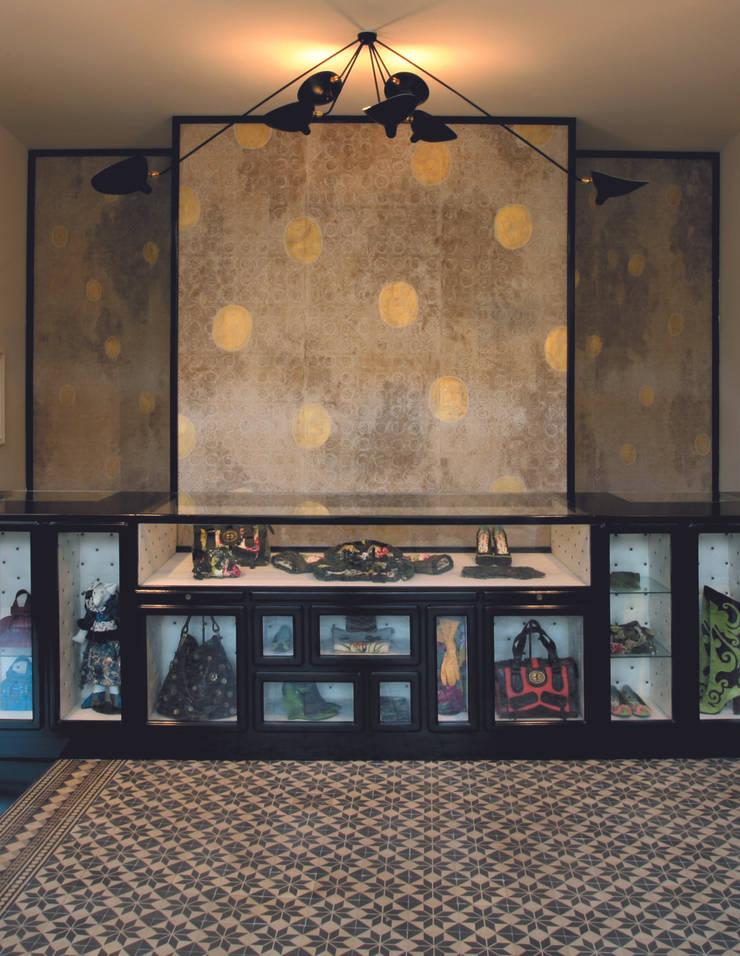 pannelli decorativi per il negozio di Kenzo  2007: Arte in stile  di Francesca Zoboli,