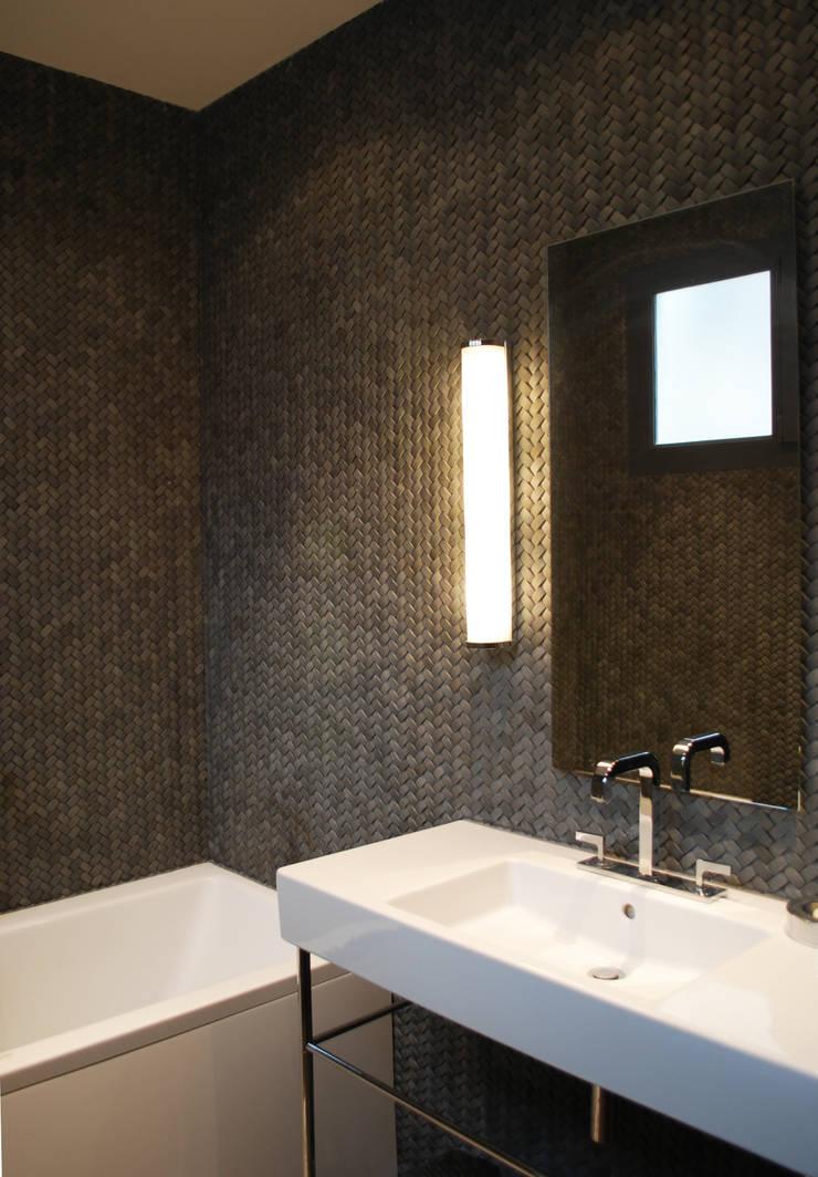 Salle de bain:  de style  par Sarah Pacôme