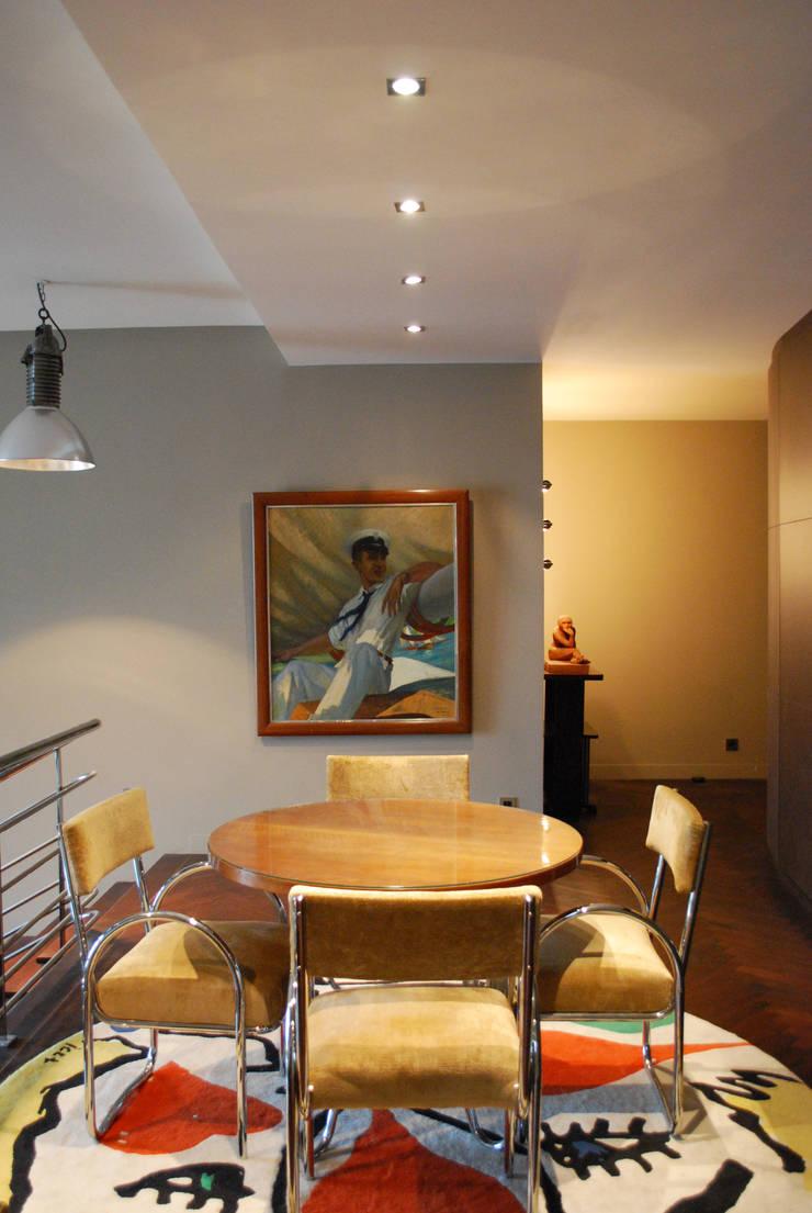 Salle à manger:  de style  par Sarah Pacôme