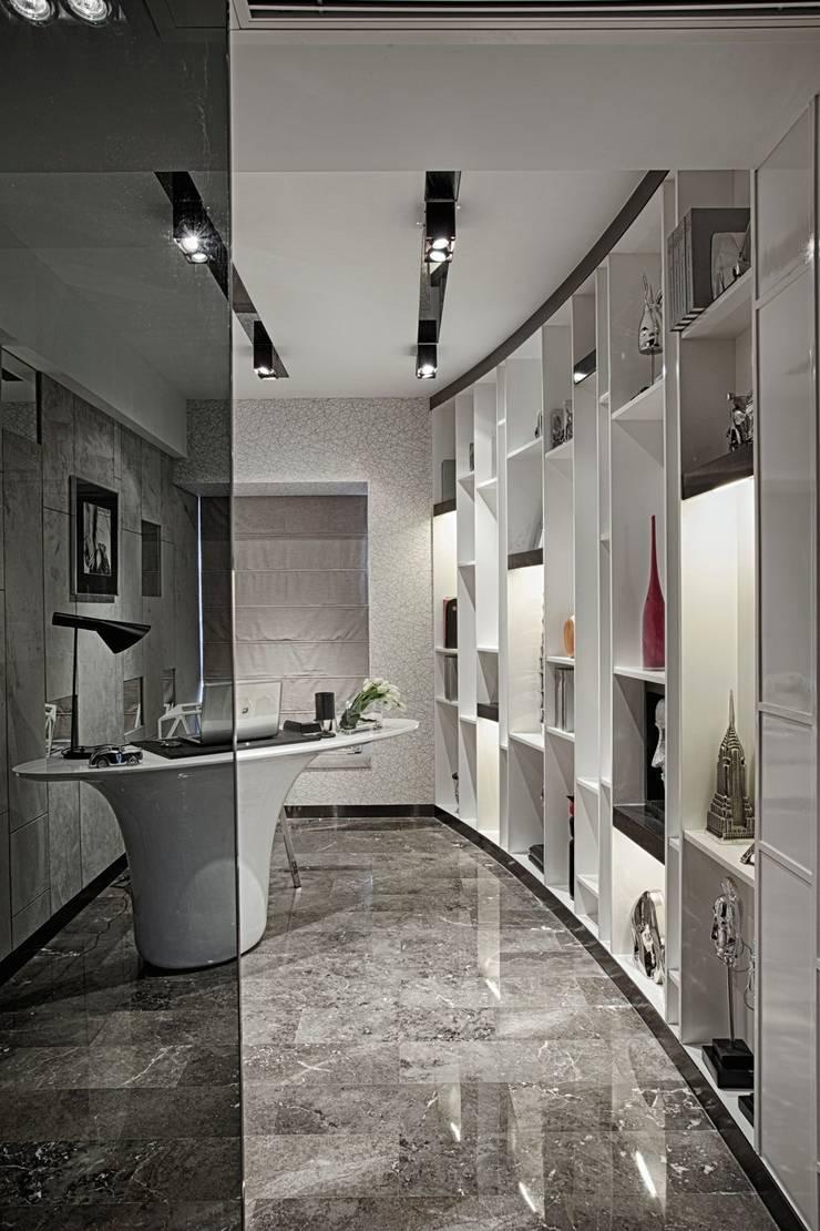 Literati Mansion | Guangzhou, China (ShowFlat):  Study/office by Another Design International
