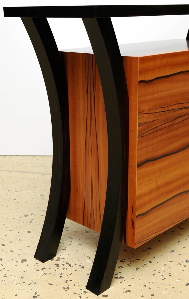Commode suspendue: Couloir, entrée, escaliers de style  par Bois et Design
