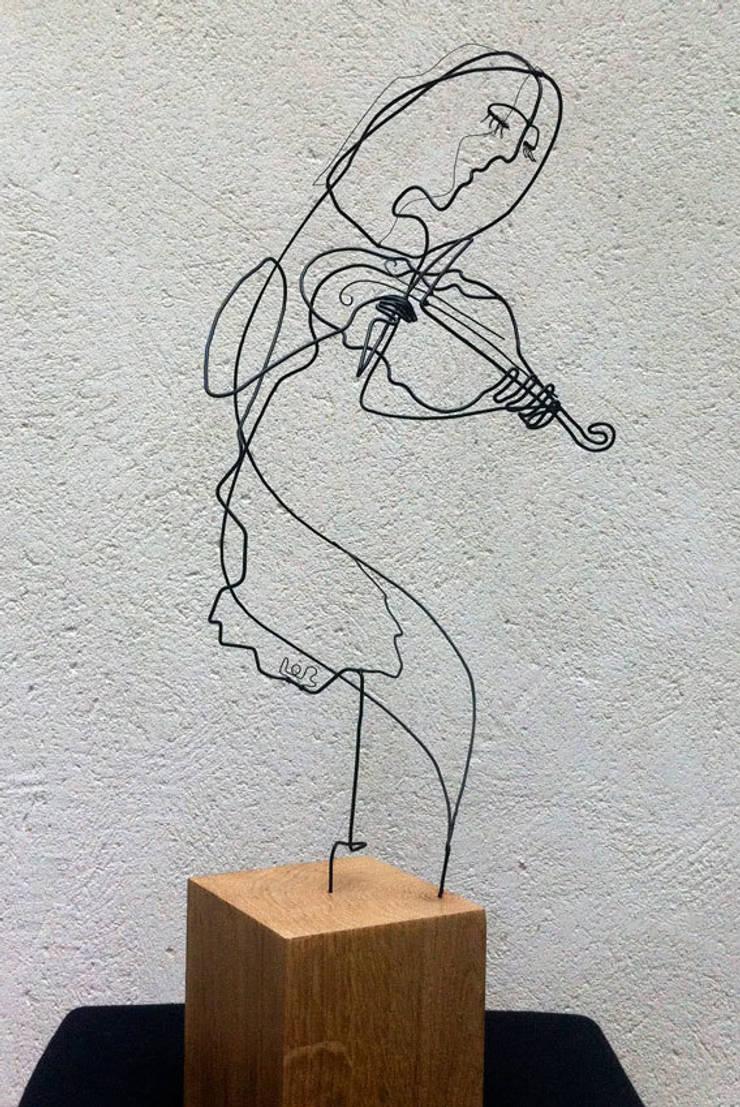 la violoniste: Art de style  par , LoR  Sculpteur Fildefériste