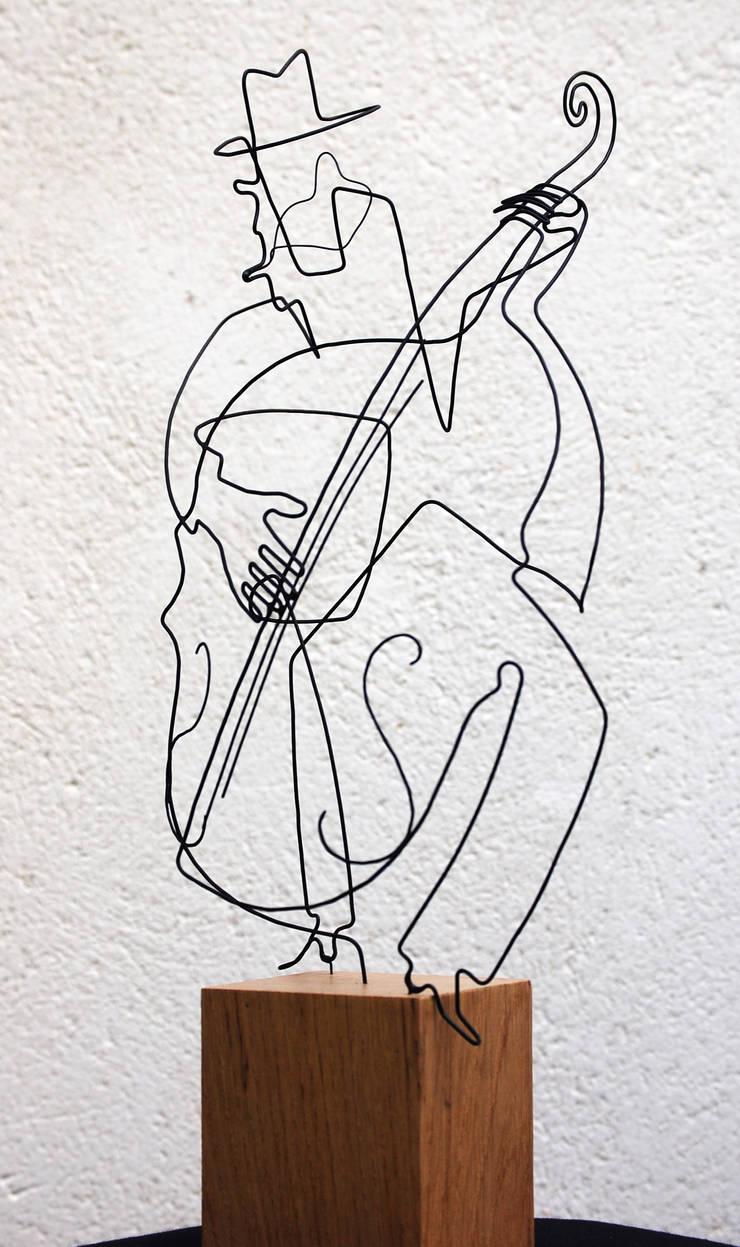 Le contrabassiste: Art de style  par , LoR  Sculpteur Fildefériste