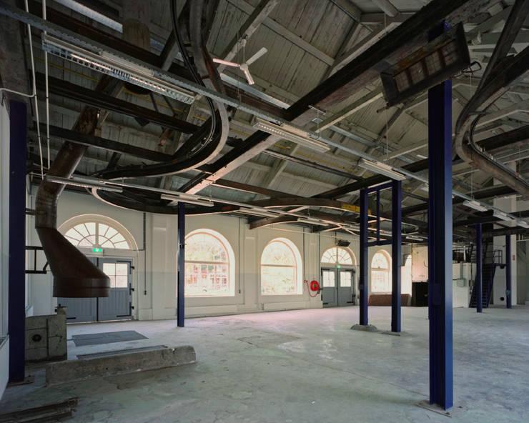 Voormalige gieterij:  Kantoor- & winkelruimten door Erik Knippers Architect
