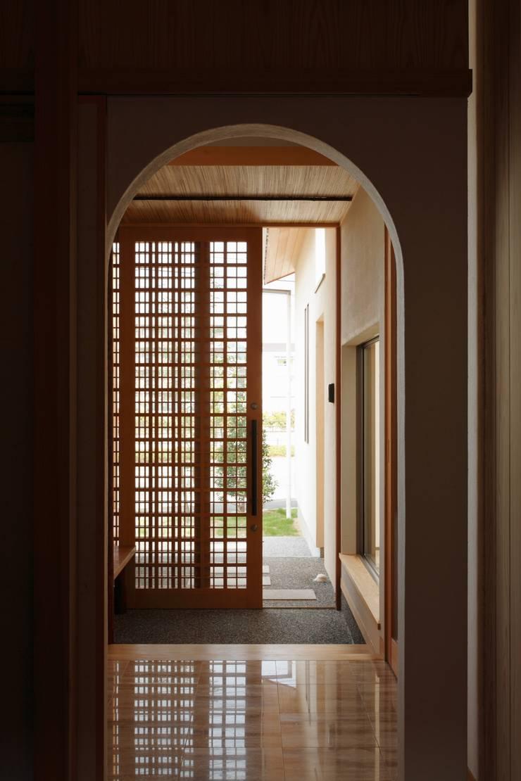 三つの庭のある家: ATELIER TAMAが手掛けた窓です。