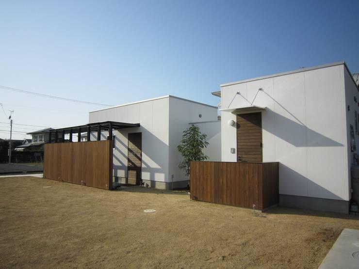 エントランス: Arata Architect Studioが手掛けた家です。