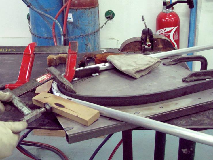 Cintrage du tube aluminium:  de style  par Sybille Berger
