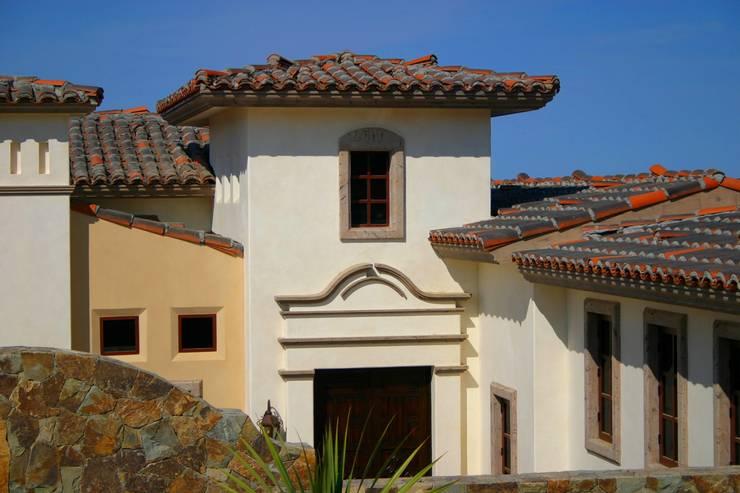 LOTE 26 DIAMANTE: Balcones y terrazas de estilo  por Natus