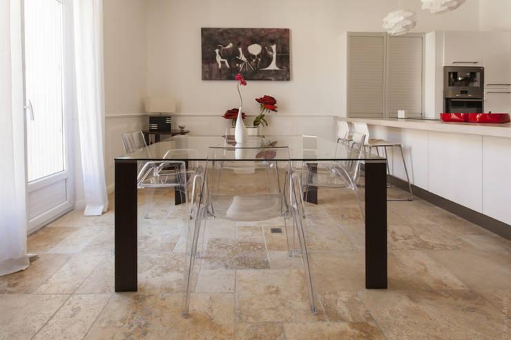 Appartement à Sète : Salle à manger de style  par WM