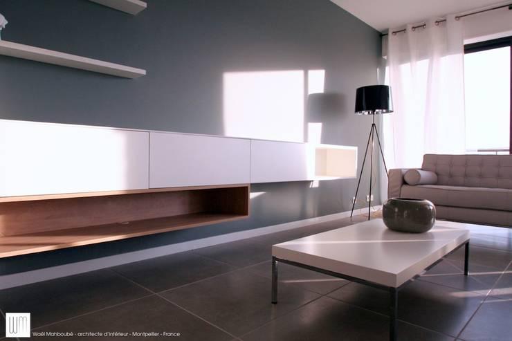 Appartement à Cannes meublé entièrement par wm: Salon de style  par WM