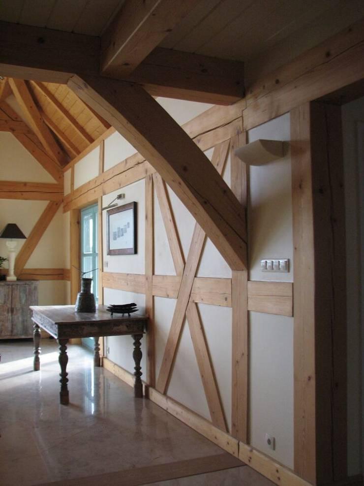 Dom Zelwa: styl , w kategorii Korytarz, przedpokój zaprojektowany przez Pracownia Tutaj,Wiejski
