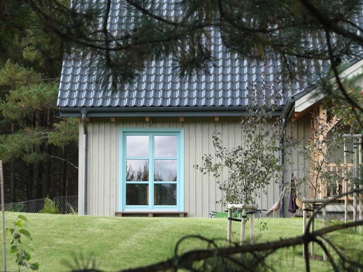Dom Zelwa: styl , w kategorii Domy zaprojektowany przez Pracownia Tutaj,Rustykalny