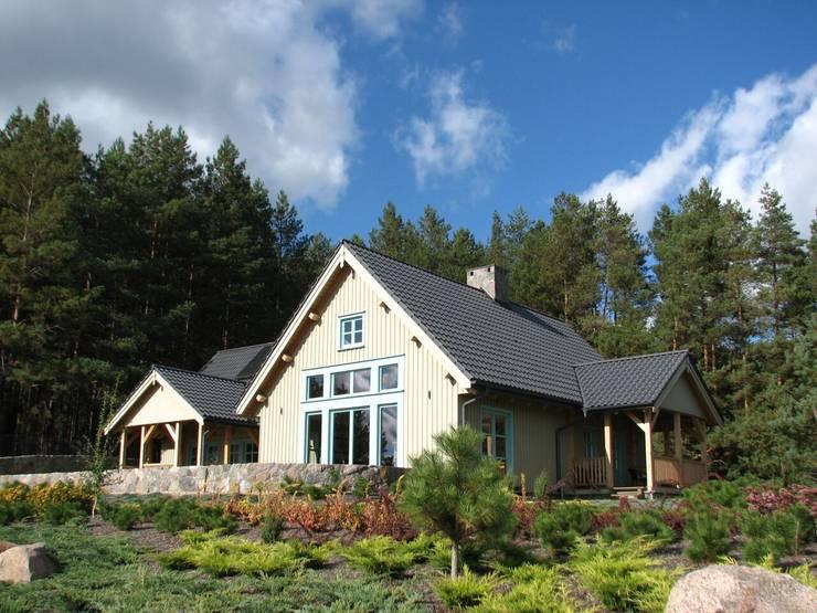 Dom Zelwa: styl , w kategorii Domy zaprojektowany przez Pracownia Tutaj,Wiejski