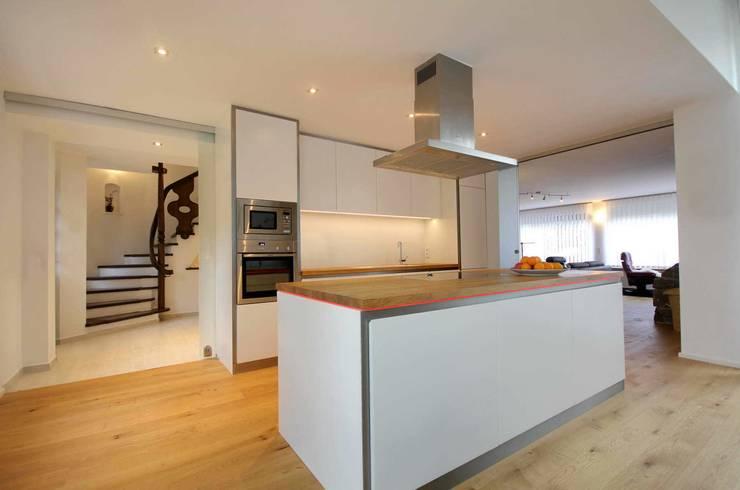 Küche: moderne Küche von Planungsbüro Schilling