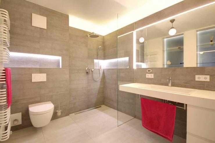 Badezimmer: moderne Badezimmer von Planungsbüro Schilling