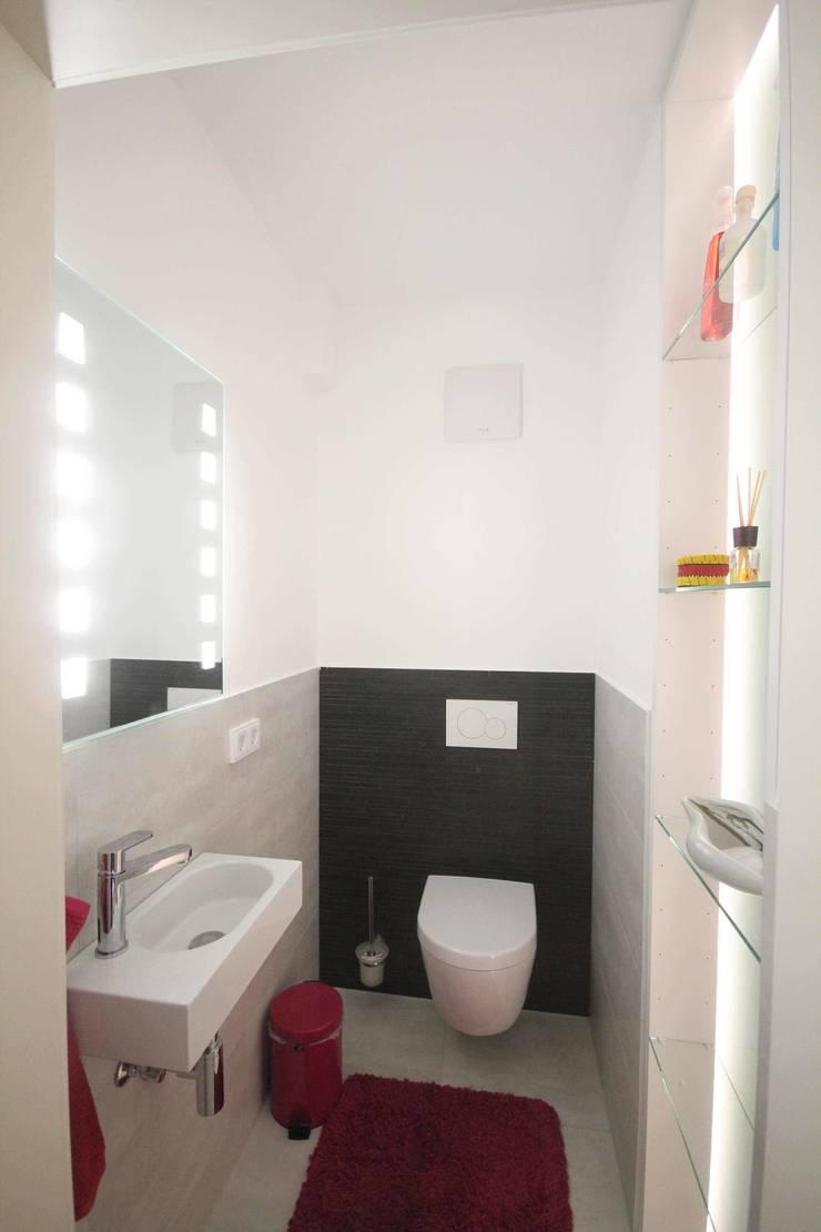 WC nach Sanierung:  Badezimmer von Planungsbüro Schilling,Modern