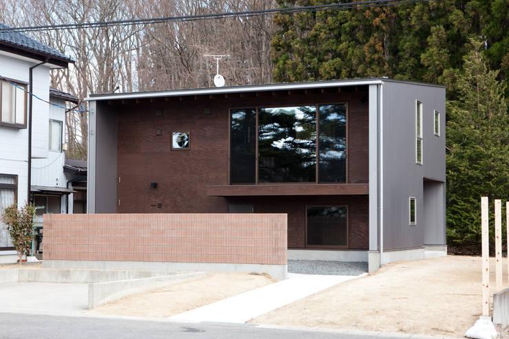 小和滝の家: 前原尚貴建築設計事務所/Naotaka Maehara Architectural Design Officeが手掛けた家です。,モダン