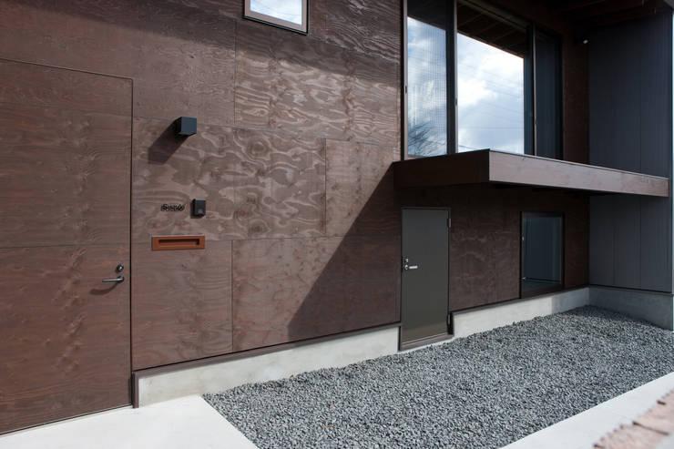 小和滝の家: 前原尚貴建築設計事務所/Naotaka Maehara Architectural Design Officeが手掛けた家です。