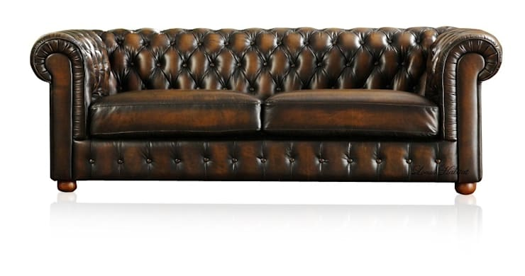 Chesterfield Sofa from Locus Habitat:  Living room by Locus Habitat
