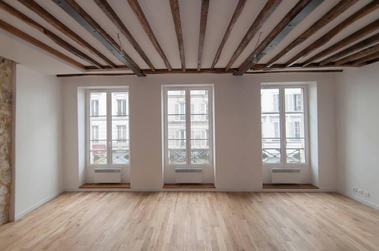 Duplex Belleville: Maisons de style  par Louis LECLERT
