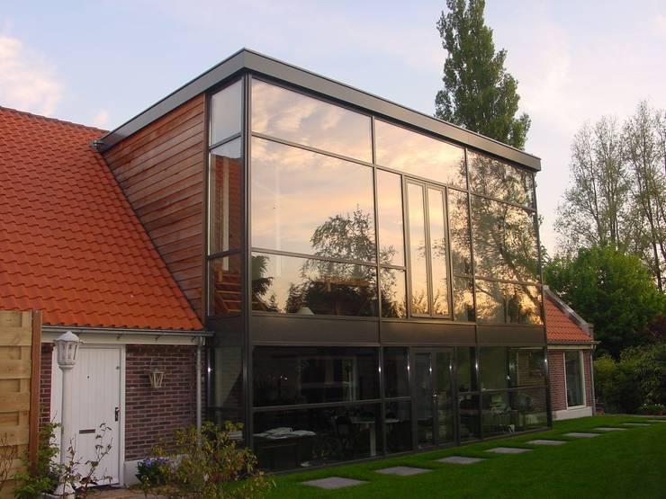 verbouw en uitbreiding koeienschuur tot villa Moderne huizen van Friso ten Holt architect Msc lid BNA - Studio Abbestede Modern