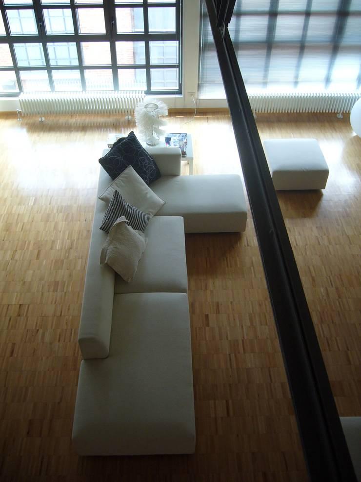 Living room by Paola Maré Interior Designer